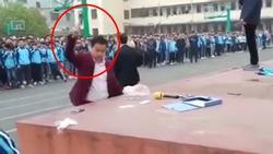 Thầy giáo gây xôn xao khi dùng búa đập không trượt phát nào điện thoại xịn xò của loạt học sinh