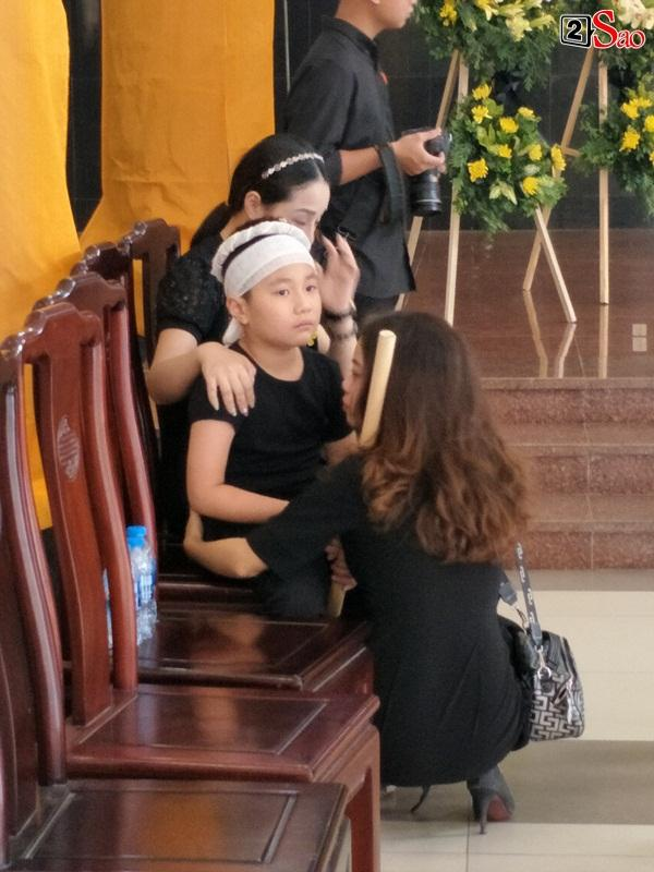 At the moment when he touched the most funeral model Nu Huong: The man called his young wife, the child waved his mother before the prince -12