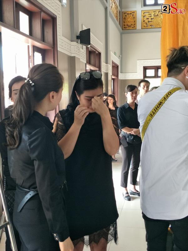 At the moment when he touched New Huong's youngest funeral: The man called the young woman, the baby waved his mother in front of the priest-19
