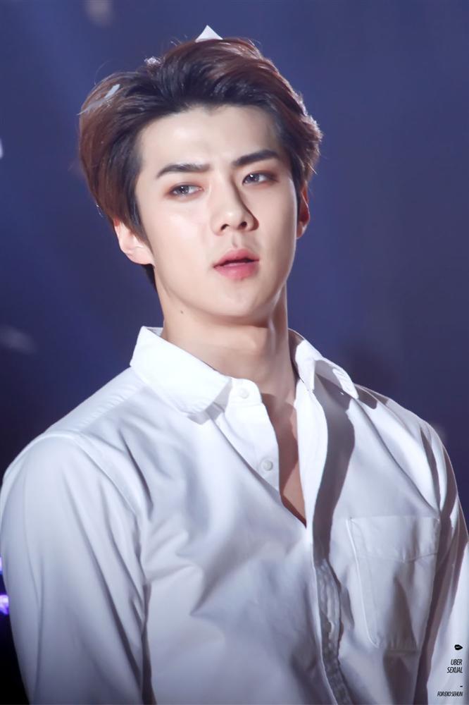 Cân trọn combo mặt mộc – cam thường, cậu út Sehun (EXO) đích thị là pho tượng sống của làng nhạc Kpop-1