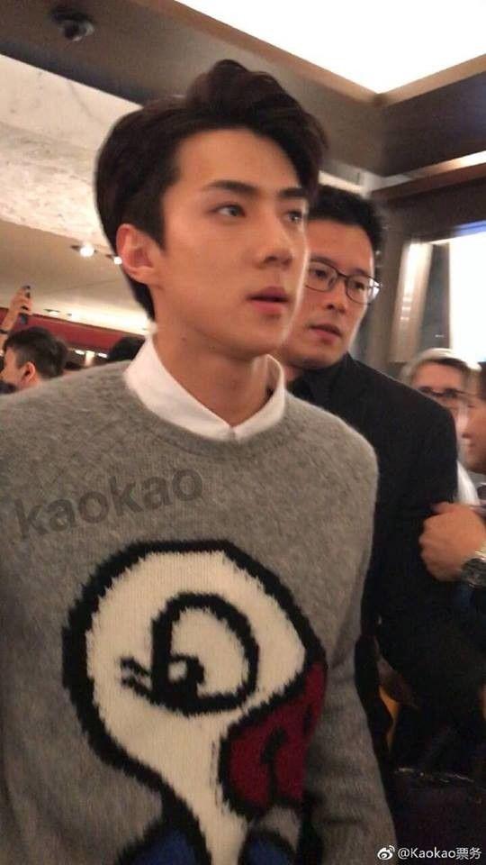 Cân trọn combo mặt mộc – cam thường, cậu út Sehun (EXO) đích thị là pho tượng sống của làng nhạc Kpop-4