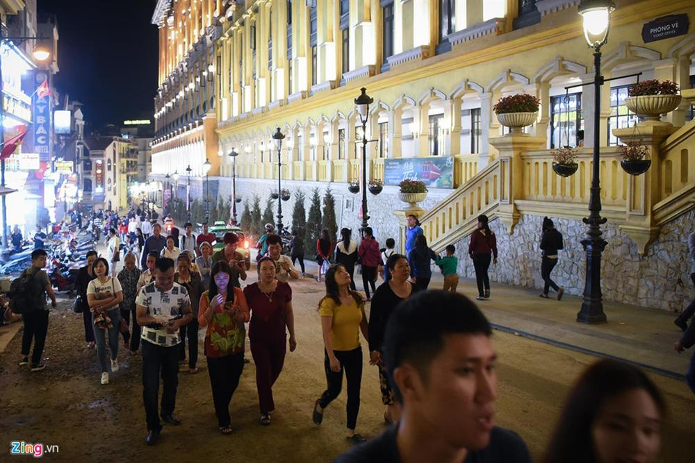 Sa Pa đông nghẹt khách du lịch lúc nửa đêm-2
