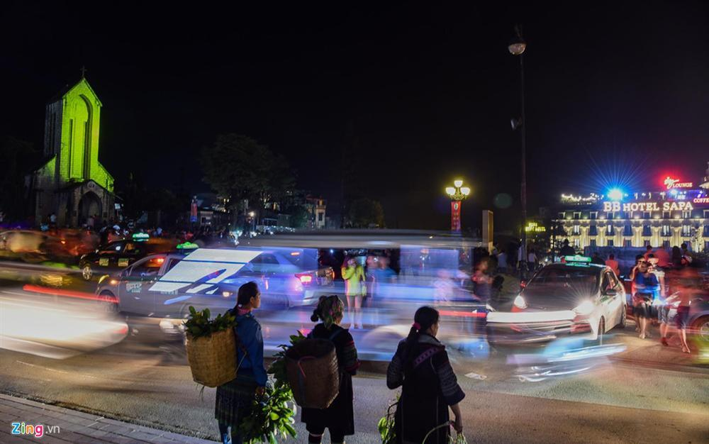Sa Pa đông nghẹt khách du lịch lúc nửa đêm-8