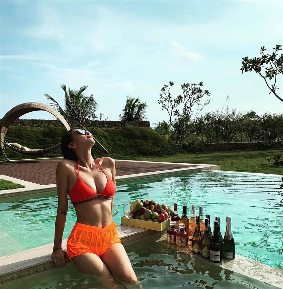 Cùng diện bikini, Tăng Thanh Hà lộ vòng 1 xẹp lép trong khi Ngô Thanh Vân sức sống căng tràn-2