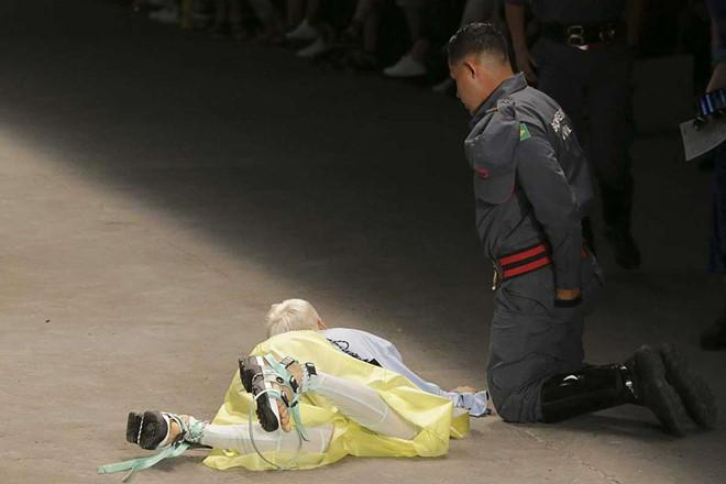 Người mẫu 26 tuổi đột tử sau cú ngã mạnh trên sàn diễn-1