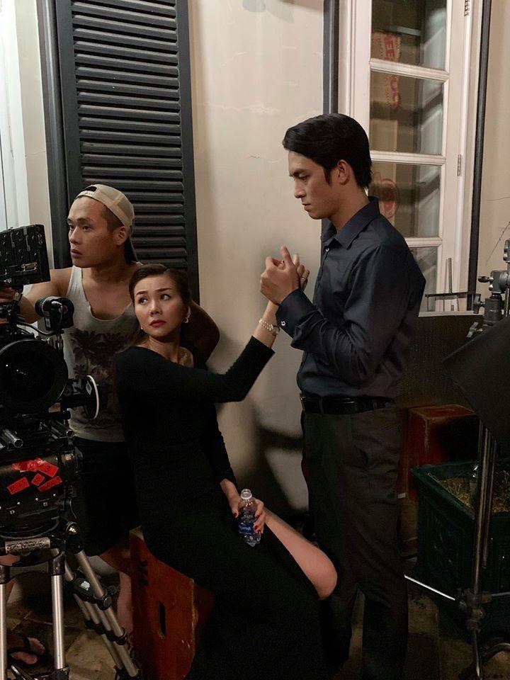 Lộ ảnh Hoàng thượng trong MV mới của Chi Pu nắm chặt tay chị đại Thanh Hằng-1
