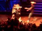 Justin Bieber, Miley Cyrus hốt hoảng vì bị fan cuồng tấn công thô bạo