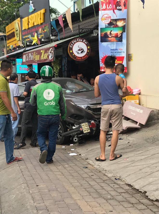 Clip: Tài xế 'phê' ma túy, nằm sùi bọt mép sau khi gây tai nạn-2
