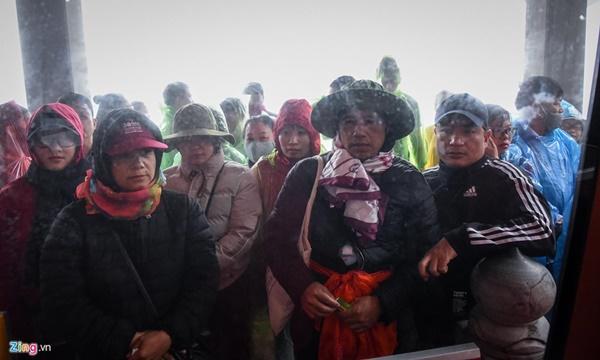 Du khách tận hưởng giá lạnh 13 độ C giữa kỳ nghỉ lễ ở Sa Pa-3