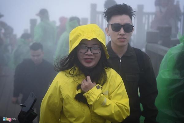 Du khách tận hưởng giá lạnh 13 độ C giữa kỳ nghỉ lễ ở Sa Pa-5