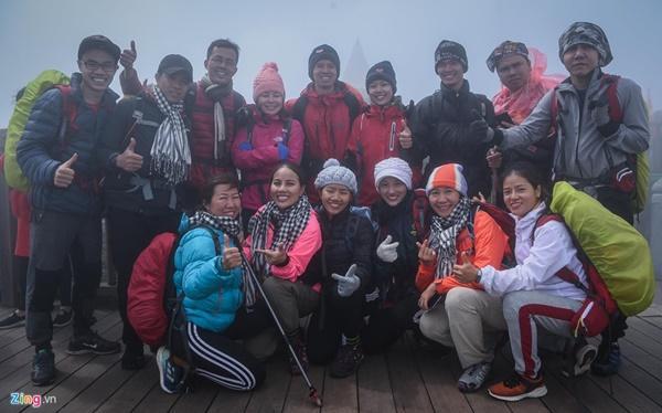 Du khách tận hưởng giá lạnh 13 độ C giữa kỳ nghỉ lễ ở Sa Pa-7