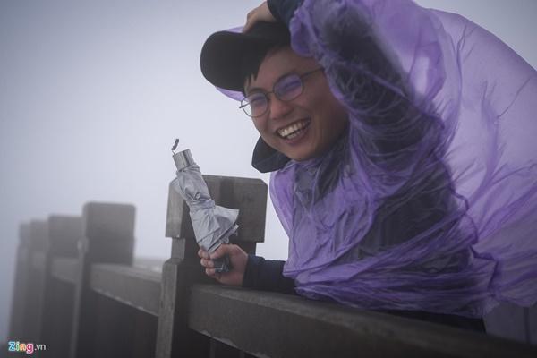 Du khách tận hưởng giá lạnh 13 độ C giữa kỳ nghỉ lễ ở Sa Pa-8