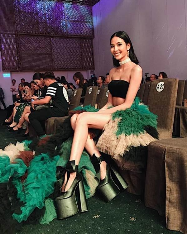 Những pha đi giày cáo gót nhìn muốn rợn tóc gáy của người đẹp Việt-5