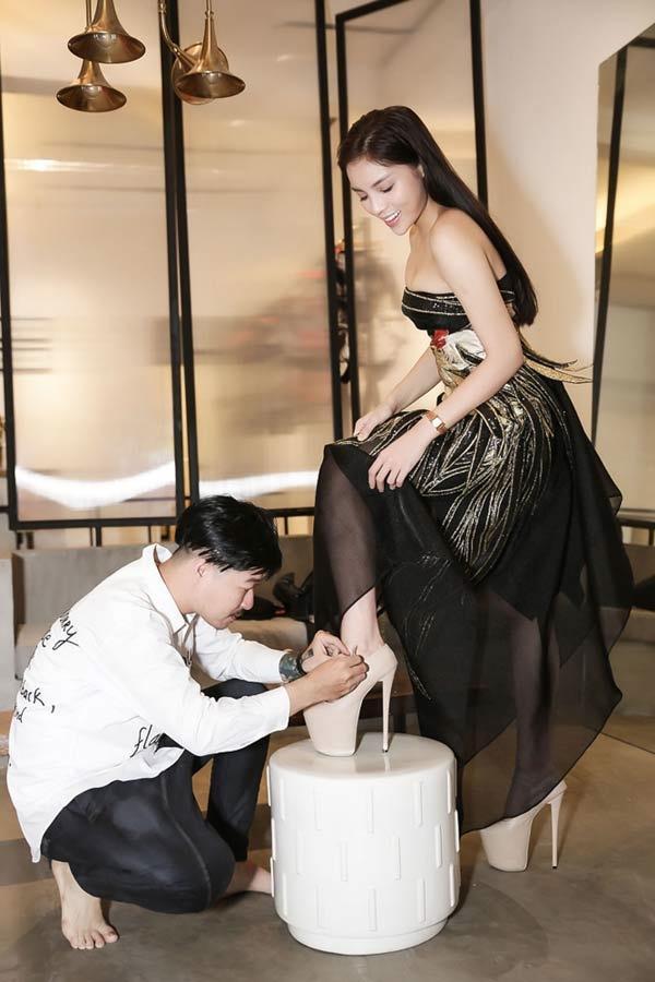 Những pha đi giày cáo gót nhìn muốn rợn tóc gáy của người đẹp Việt-7