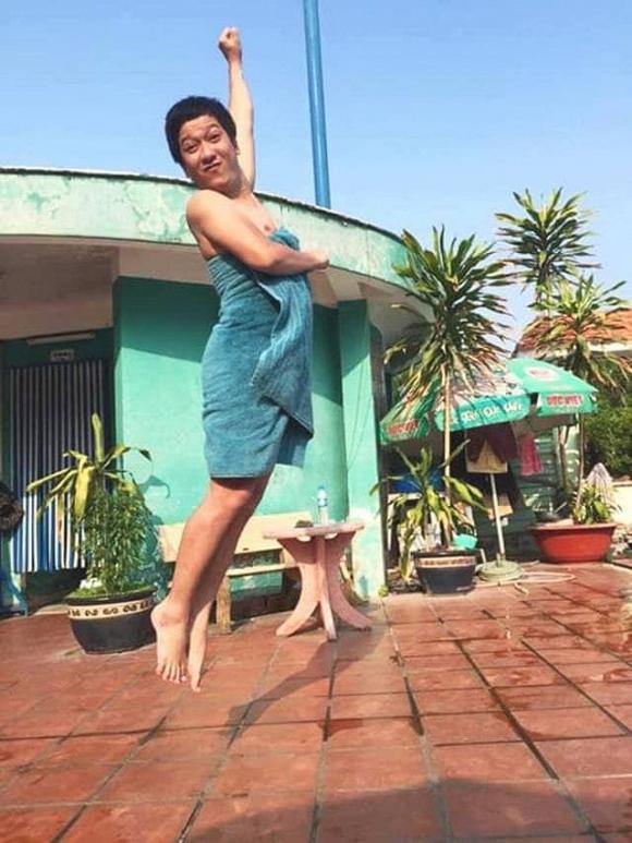 Sốc toàn tập với cảnh tượng Trường Giang quấn khăn tắm nửa vời bay lên như tiên nữ-1