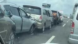 Clip: 8 xe ô tô đâm liên hoàn, húc đuôi nhau trên cao tốc, thiệt hại hàng tỷ đồng