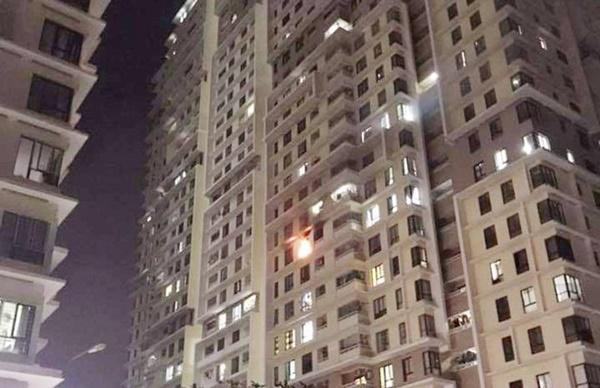 Cháy chung cư The Eratown ở Sài Gòn, mọi người đập cửa tháo chạy-1