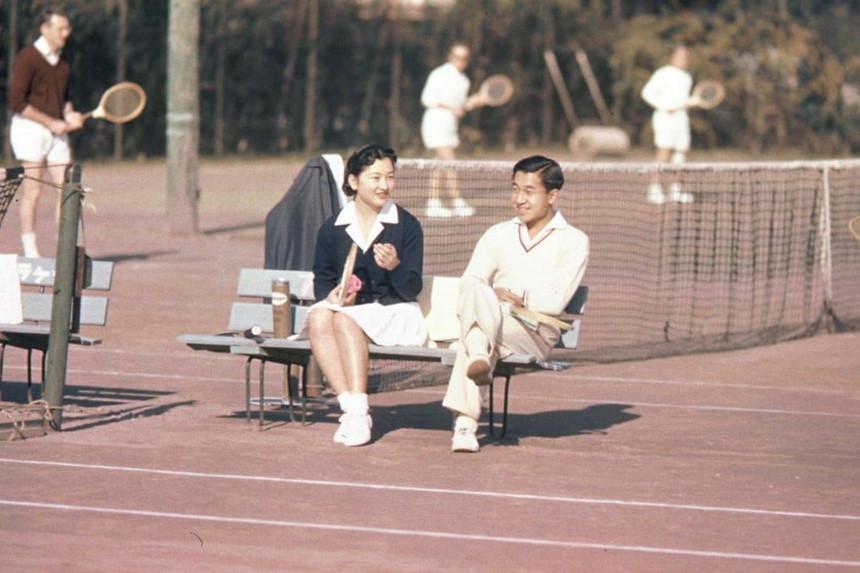 Chuyện tình thế kỷ của Nhật hoàng Akihito và Hoàng hậu Michiko-1