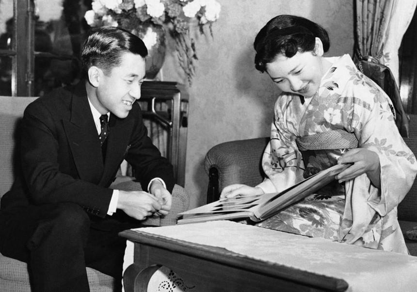Chuyện tình thế kỷ của Nhật hoàng Akihito và Hoàng hậu Michiko-2