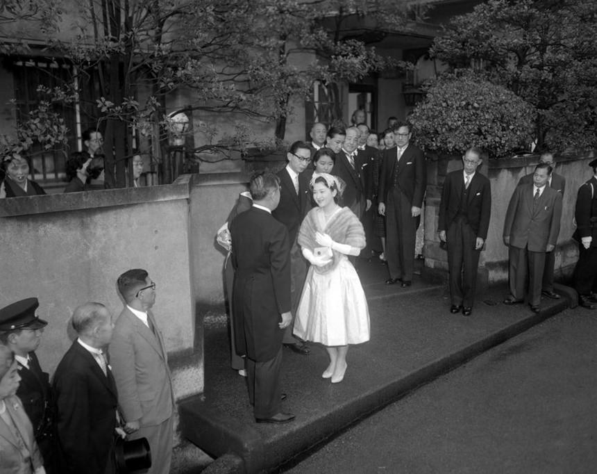 Chuyện tình thế kỷ của Nhật hoàng Akihito và Hoàng hậu Michiko-3