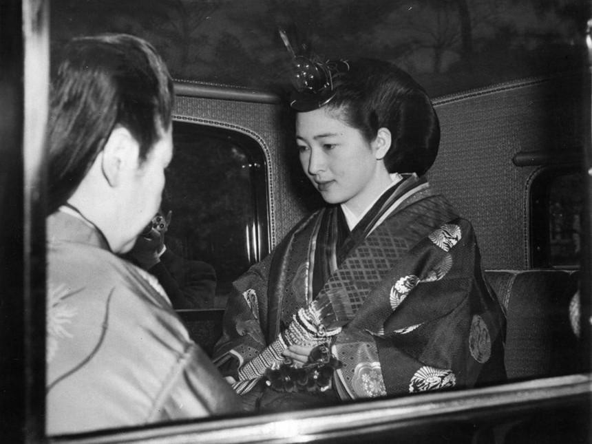 Chuyện tình thế kỷ của Nhật hoàng Akihito và Hoàng hậu Michiko-4