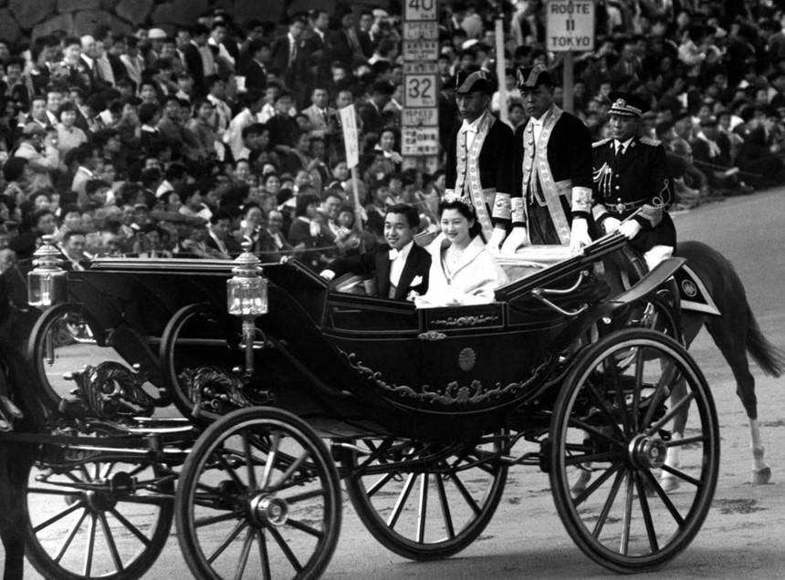 Chuyện tình thế kỷ của Nhật hoàng Akihito và Hoàng hậu Michiko-7