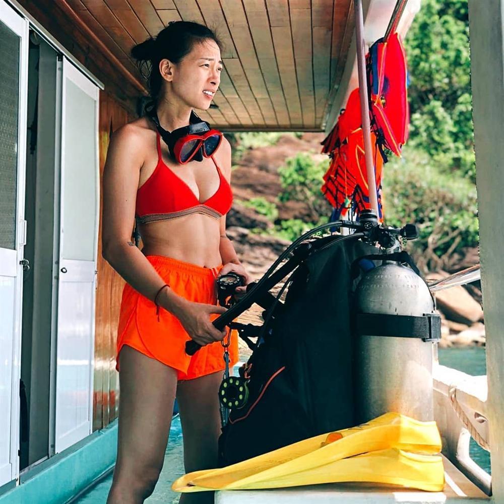 Mỹ nhân Việt đua nhau khoe dáng nuột nà với bikini trên bãi biển trong kỳ nghỉ lễ-6