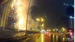 Clip: Chập điện phát nổ như pháo hoa tại công trường xây dựng sau trận mưa  lớn