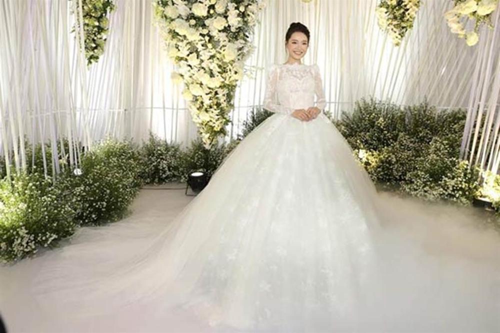 Những bộ váy cưới đẹp nhất mỹ nhân Việt từng khoác lên người-11