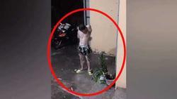 Clip: Mưa lớn, chàng trai mang xà bông ra tắm vừa tiết kiệm nước vừa được trở về tuổi thơ