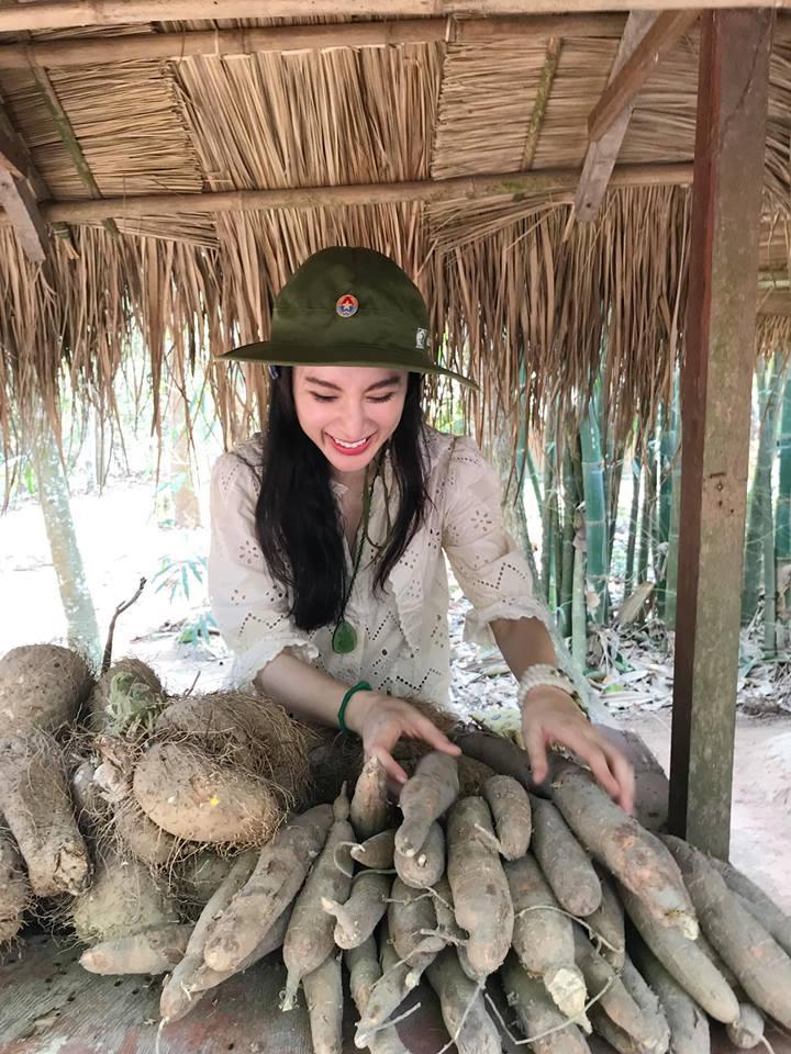 LẠ ĐỜI CHƯA: Bỏ qua mọi thú vui, Angela Phương Trinh - Nhã Phương nghỉ lễ ở những địa điểm cực kỳ khó tin-7