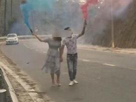 Cô dâu, chú rể đốt pháo khói, chụp ảnh cưới giữa đèo Tam Đảo