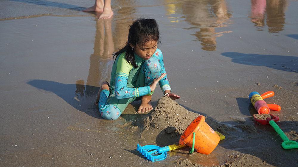 Biển Vũng Tàu đông nghịt người, nhiều trẻ lạc cha mẹ-4
