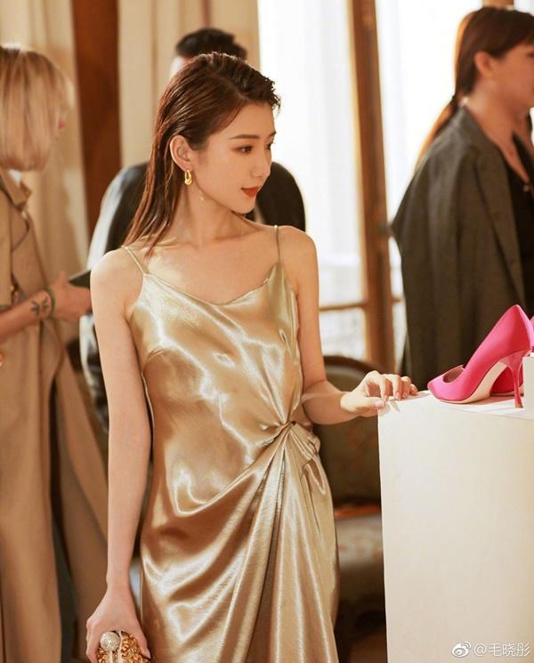 Sao nữ Trung Quốc xinh đẹp bị bố ném vào thùng rác, bạn trai phản bội-10