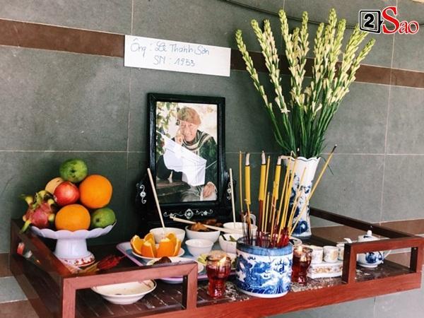 Ốc Thanh Vân đến sớm phụ giúp gia đình nghệ sĩ Lê Bình trước giờ diễn ra lễ viếng-4