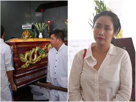 Ốc Thanh Vân đến sớm phụ giúp gia đình nghệ sĩ Lê Bình trước giờ diễn ra lễ viếng