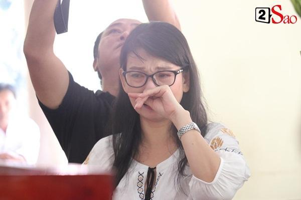 Ốc Thanh Vân đến sớm phụ giúp gia đình nghệ sĩ Lê Bình trước giờ diễn ra lễ viếng-15