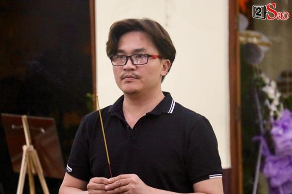 MC Đại Nghĩa thắp nén nhang tạm biệt nghệ sĩ đàn cha đàn chú-1