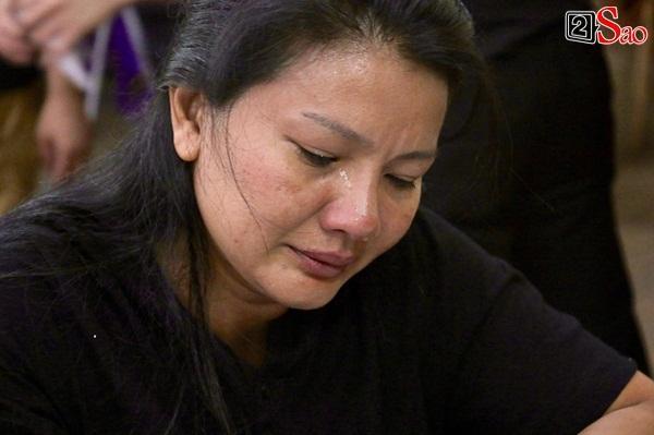 Diễn viên Kiều Trinh, NSƯT Lê Thiện khóc nghẹn khi nhìn mặt người đã khuất-2