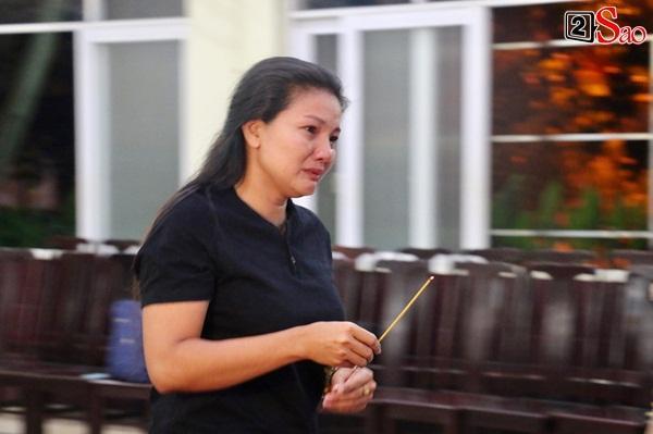 Diễn viên Kiều Trinh, NSƯT Lê Thiện khóc nghẹn khi nhìn mặt người đã khuất-1