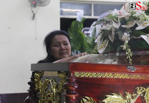 Diễn viên Kiều Trinh, NSƯT Lê Thiện khóc nghẹn khi nhìn mặt người đã khuất-4