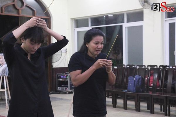 Diễn viên Kiều Trinh, NSƯT Lê Thiện khóc nghẹn khi nhìn mặt người đã khuất-3