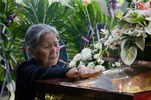 Diễn viên Kiều Trinh, NSƯT Lê Thiện khóc nghẹn khi nhìn mặt người đã khuất-6