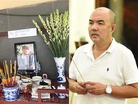 Diễn viên Quốc Thuận tới viếng cố nghệ sĩ Lê Bình lúc nửa đêm: 'Vì tôi sợ khuya rồi không còn ai ở lại bên chú ấy'