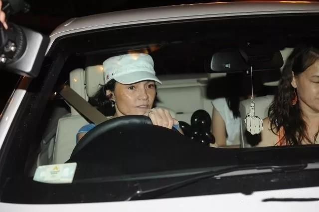 Mẹ Trương Bá Chi hết thời đóng phim 18+, nợ nần vì cờ bạc phải làm công việc này-1