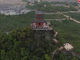 Ngôi chùa nặng 2000 tấn trên núi Thất Tinh được xây dựng thế nào?