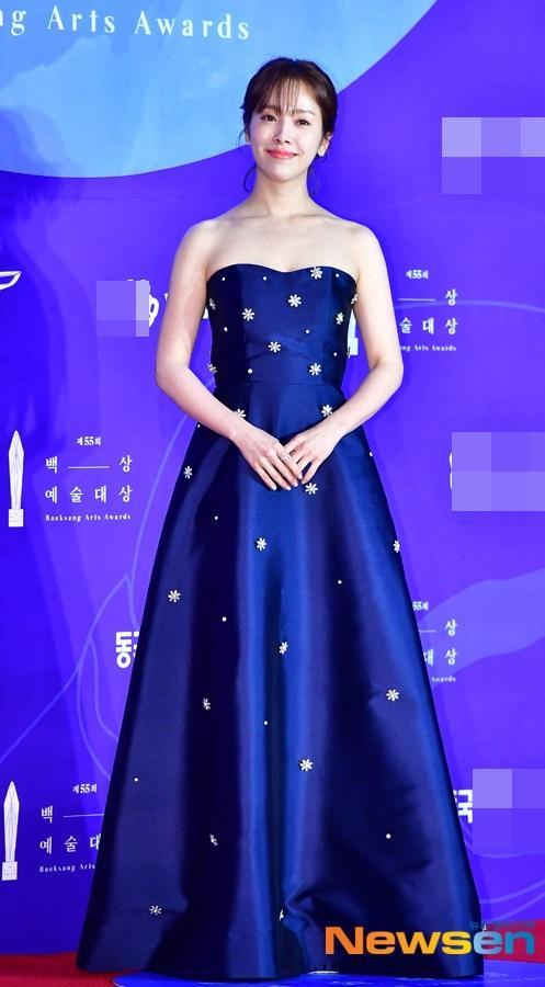 Thảm đỏ Baeksang 2019: Suzy tăng cân vẫn xuất sắc tranh spotlight với nữ thần IU-9