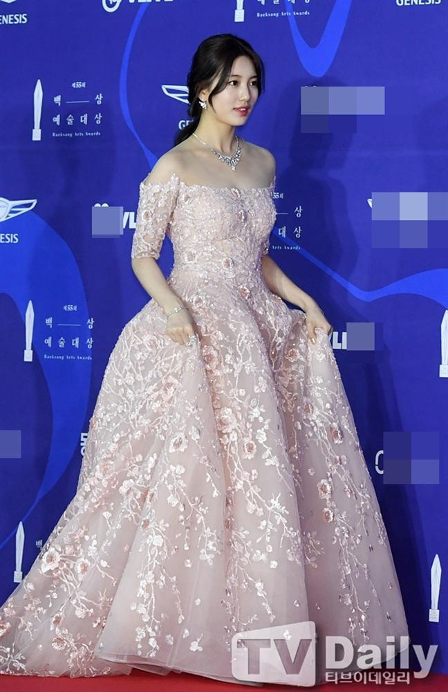 Thảm đỏ Baeksang 2019: Suzy tăng cân vẫn xuất sắc tranh spotlight với nữ thần IU-2