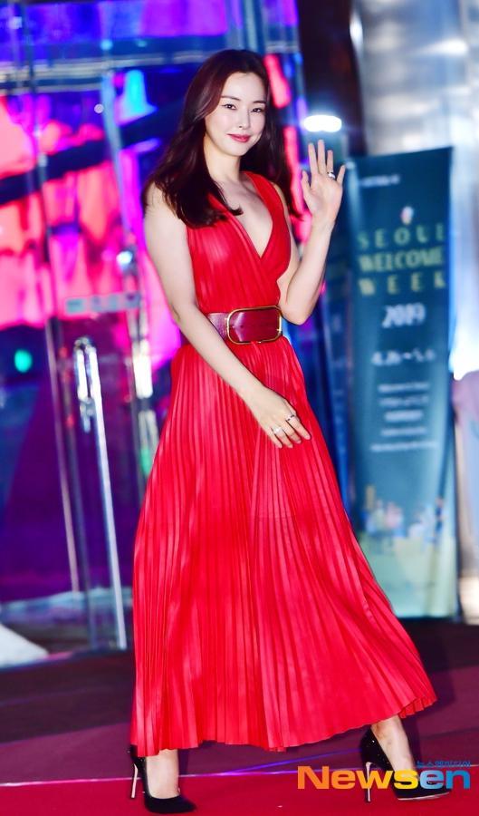 Thảm đỏ Baeksang 2019: Suzy tăng cân vẫn xuất sắc tranh spotlight với nữ thần IU-7