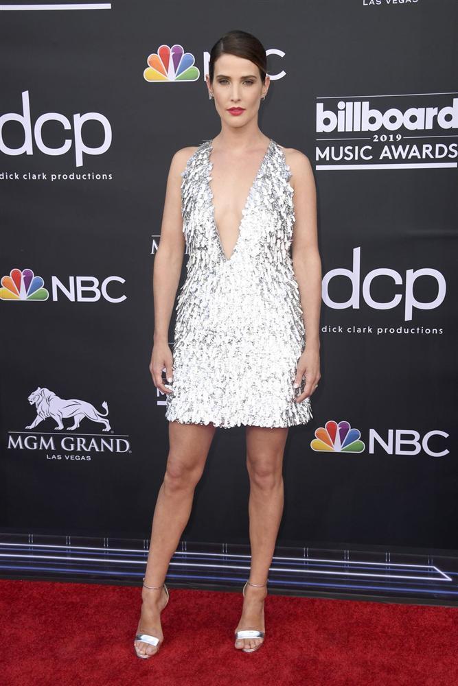 Thảm đỏ Billboard Music Awards 2019: Taylor Swift sến sẩm, BTS bảnh bao, sao Avengers tỏa sáng với đầm của NTK Việt-3